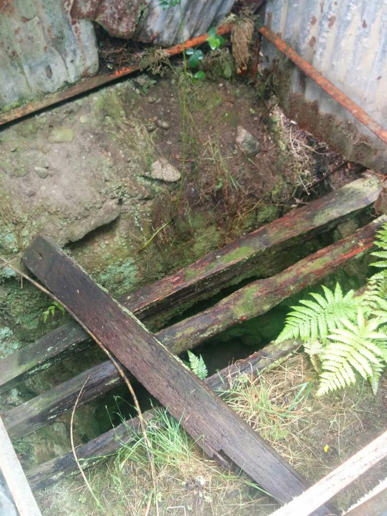 So sehr kann man noch in die alte Mine hineinschauen.