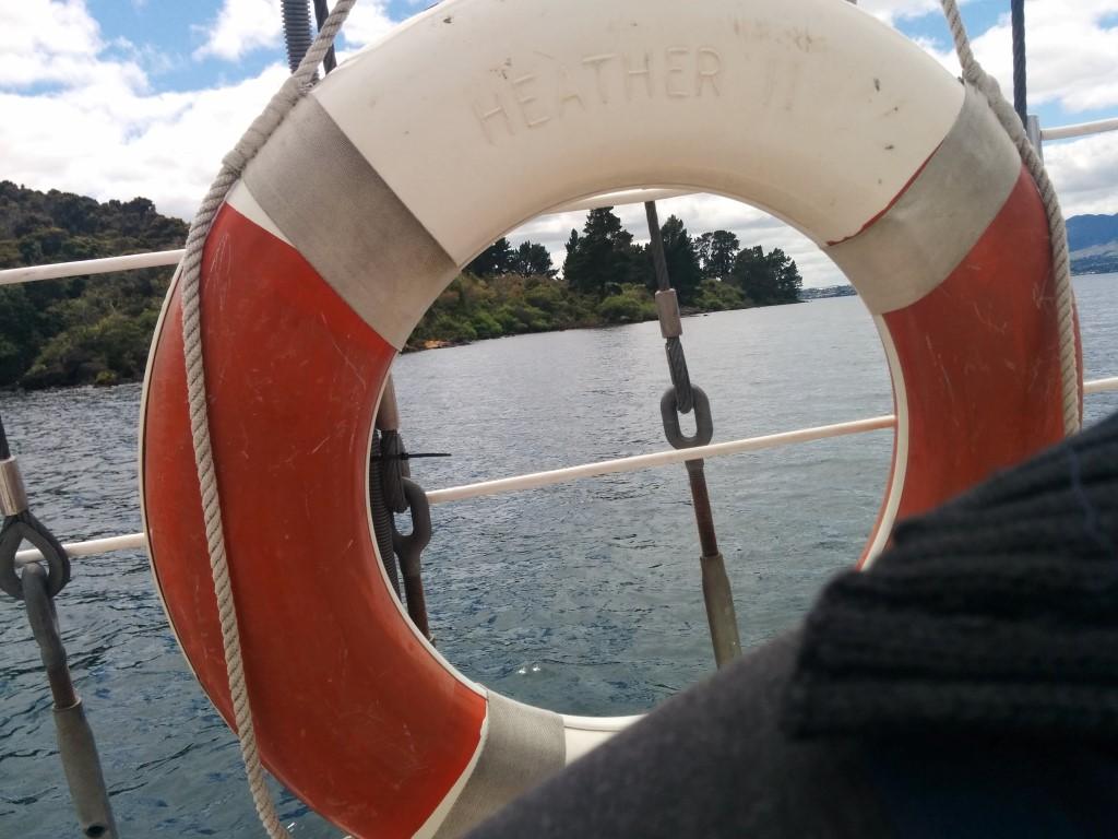 Wir haben einen Rettungsring an Bord! Und ich lieg genau davor...