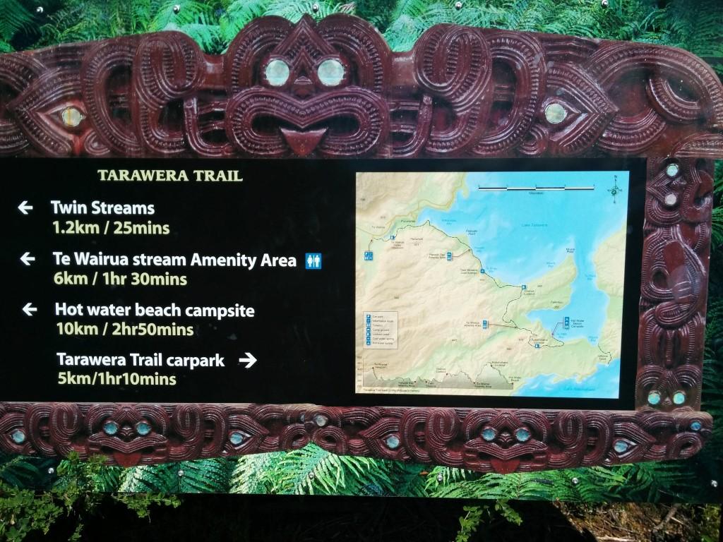 Hier sieht man mal die Strecke, die ich heute laufe. Und das Schild hat diesen süßen Maori-Style-Rahmen
