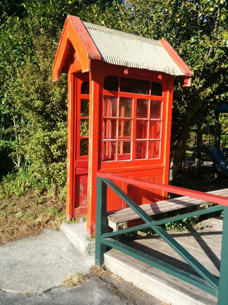 Und was für eine süße Telefonbox!!