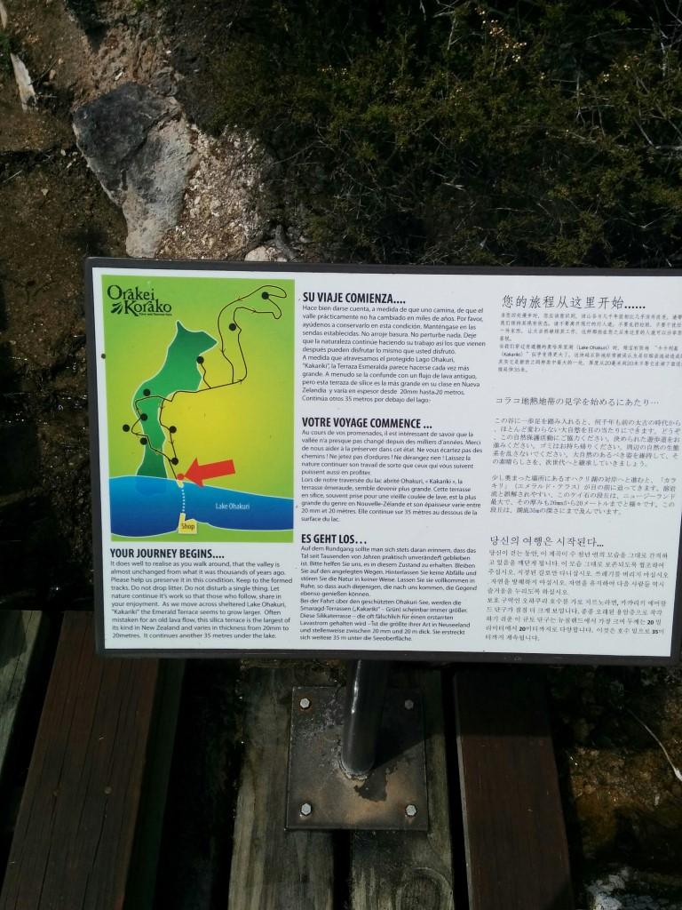 Da ich diese Infoschilder interessant fand, werde ich die Infos einfach mal hier niederschreiben (damit sie wieder lesbar sind). Also los: Es geht los... Bei der Fahrt über den geschützten Ohakuri-See werden die Smaragd-Terrassen (