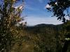 Überall in weiter Ferne sehe ich weitere Berge.
