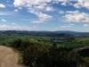 Und in die andere Richtung auch noch ein Panorama. Links schlängelt sich der Highway entlang und mittig-rechts im Bild befindet sich Waimangu - einen dieser Seen werde ich morgen also noch von Nahem betrachten.
