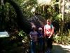 Die Mädels vor einer Moa-Nachbildung
