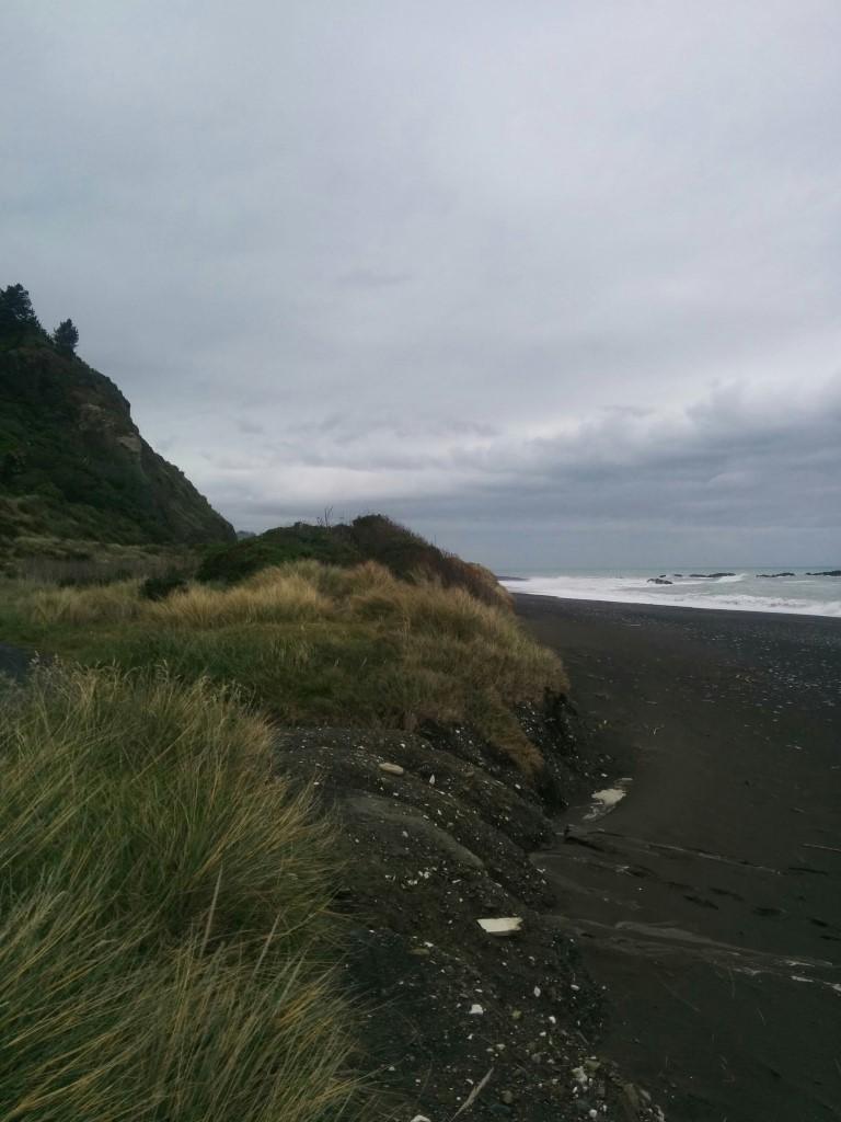 Was für ein grauer Regentag. Und gigantische Wellen.